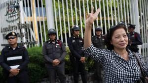 Die Glücks-Offensive der Junta