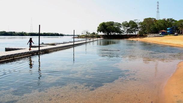 Rote Sandwüsten am Rio Paraná