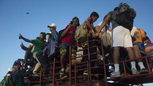 Trump will Soldaten gegen Migranten einsetzen
