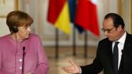 Merkel und Hollande nach ihrem Gespräch in Pairs