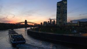 Die EZB halbiert ihre Anleihekäufe