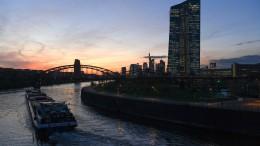 EZB-Kurswechsel drückt Euro und schiebt Dax & Co an