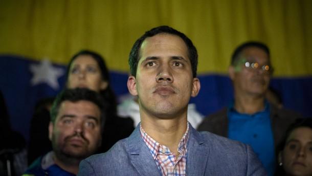 Bundesregierung erwägt Anerkennung Guaidós als Präsidenten