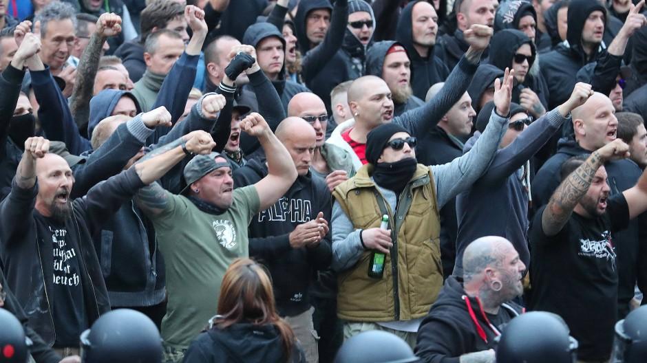 Lange verharmlost: Rechtsextreme in Sachsen, hier bei einer Demonstration in Chemnitz