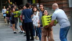 Katalanen besetzen Wahllokale