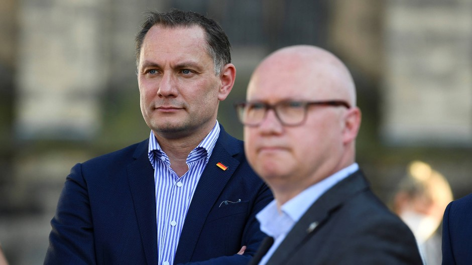 Parteichef Tino Chrupalla und der Spitzenkandidat der AfD in Sachsen-Anhalt, Oliver Kirchner, am 4. Juni in Magdeburg