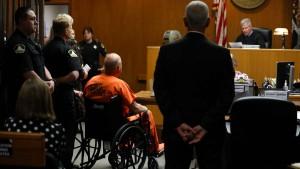"""Mutmaßlicher """"Golden State Killer"""" im Rollstuhl vor Gericht"""