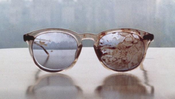 John Lennons blutverschmierte Brille gegen Waffengewalt
