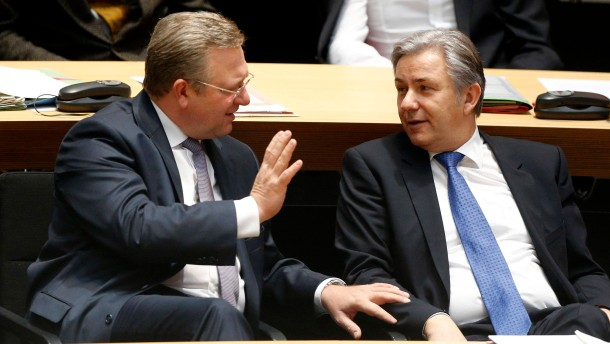 Berlin Mayor Wowereit and Interior Minister Henkel attend session of city-state assembly in Berlin