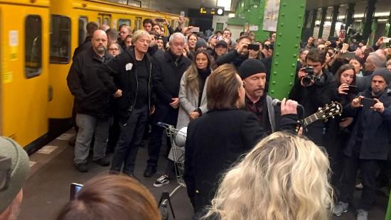 U2 spielt in der U2