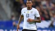 """Nationalspieler Jerome Boateng im hochwertigen """"DFB Authentic Jersey"""" für 124,85 Euro"""