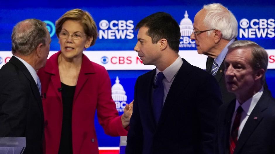 Das Feld der demokratischen Kandidaten für die Präsidentschaftswahlen bei einer TV-Debatte