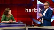 """Frank Plasberg diskutierte in seiner Sendung """"Hart aber fair"""" am 15. April 2019 unter anderem mit Starköchin Sarah Wiener über Gütesiegel in der Tierhaltung."""