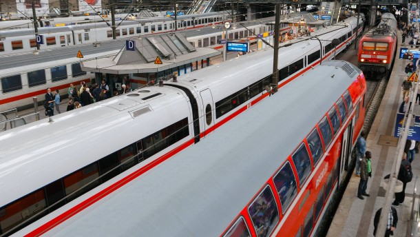 Unfall am Hamburger Hauptbahnhof: Oberleitung fällt auf Zug
