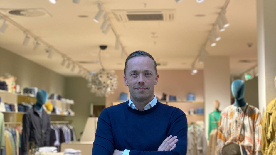 Ladenbesitzer Henrik Simonsen in Hamburg.