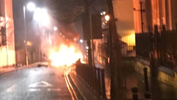 Polizei ermittelt wegen möglicher Autobombe