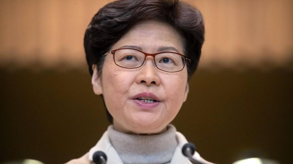 Verwaltungschefin Carrie Lam gerät inmitten der seit sechs Monaten anhaltenden Protestbewegung zunehmend unter Druck.