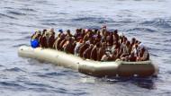 Über 800 Menschen im Mittelmeer gerettet