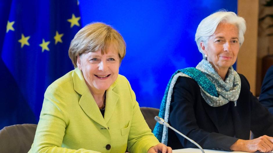 Zahlt der Internationale Währungsfonds oder zahlt er nicht? Kanzlerin Merkel (l.) und IWF-Chefin Lagarde, hier bei einer Sitzung in Brüssel Ende Juni