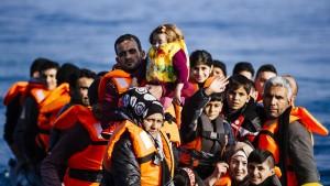 Zehntausende Flüchtlinge in Griechenland eingetroffen
