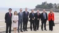 Für das Gruppenfoto am Samstag am Strand demonstrierten die Außenminister lächelnd Einigkeit.