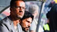 Stets mit wachem Blick: Fredi Bobic (links) und Bruno Hübner halten das Geschehen im Auge.