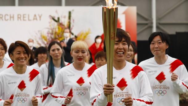 Japan feiert die olympische Flamme