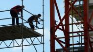 Arbeiter in Offenbach: Die Zahl der Arbeitslosen ist auf dem niedrigsten Wert in einem Februar seit 1991