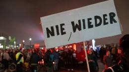 Hundert Rechte treffen auf Tausende Gegendemonstranten