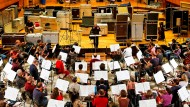 Es droht die Fusion mit den Stuttgarter Kollegen: Das SWR-Orchester Baden-Baden und Freiburg, hier mit Pierre Boulez im Rosbaud-Studio.