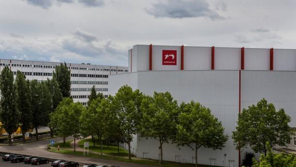 Neckermann - Gespräch mit Mitarbeitern über die Folgen der bevorstehenden Insolvenz von Neckermann am Sitz des Unternehmens.