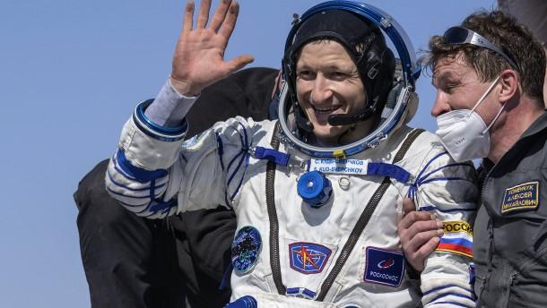 Drei Raumfahrer sicher auf der Erde gelandet