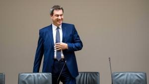 Söder will an Seehofer als Innenminister festhalten