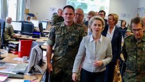 Von der Leyen: Bundeswehr darf Polizei bei schwerem Anschlag helfen