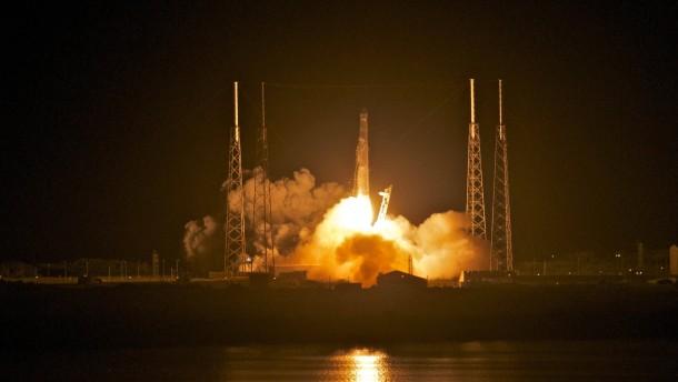 """""""Drache"""" auf Weg zur ISS"""