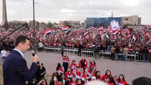 Assad tritt vor Tausenden  Anhängern auf