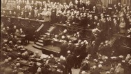 Foto einer Reichstagssitzung aus dem Jahr 1916. Damals hatte das Amt des Kanzlers noch Theobald von Bethmann Hollweg inne.