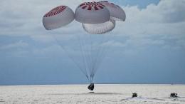 Weltraum-Touristengruppe wieder auf der Erde