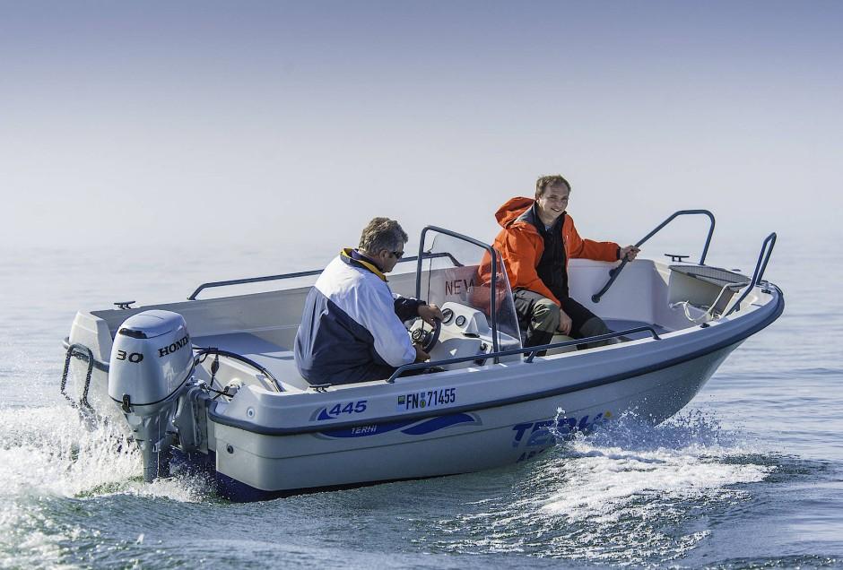 motorboot terhi 445 c mit honda au enborder im test. Black Bedroom Furniture Sets. Home Design Ideas