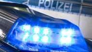 Blaulicht auf dem Dach eines Polizeiwagens (Symbolbild)