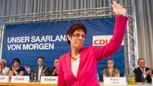 Kramp-Karrenbauer als Ministerpräsidentin wiedergewählt