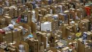 Die Millionen Pakete, die Amazon täglich verschickt, könnten zum Teil schon bald mit der eigenen Flotte transportiert werden.