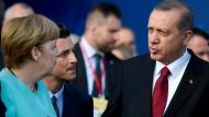 Auf dem Nato-Gipfel in Warschau im Juli: Bundeskanzlerin Merkel und Präsident Erdogan