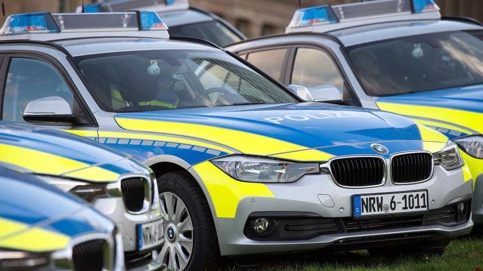 Aktuell steht die Arbeit der Polizei in der Kritik. Nach Fällen in Lügden und Frankfurt steht das Vorgehen der Beamten im Fokus.