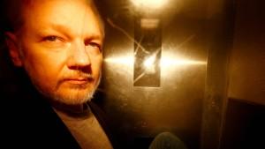 Ist Assange ein Spion?