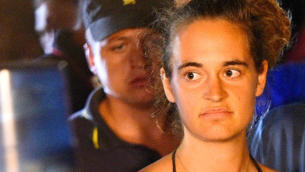 Carola Rackete erstattet Anzeige gegen Salvini