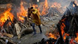 In Indien brennen die Corona-Toten
