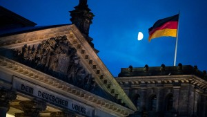 Bundestag beschließt Steuervorteile für Tampons und E-Autos