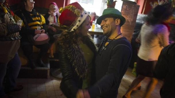 Flüchtling Shafi im Kölner Karnevalstreiben