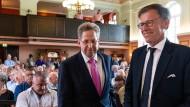 Hans-Georg Maaßen, Ex-Verfassungsschutz-Chef, und Matthias Rößler, Landtagspräsident in Sachsen, vor Beginn der CDU-Wahlkampfveranstaltung.